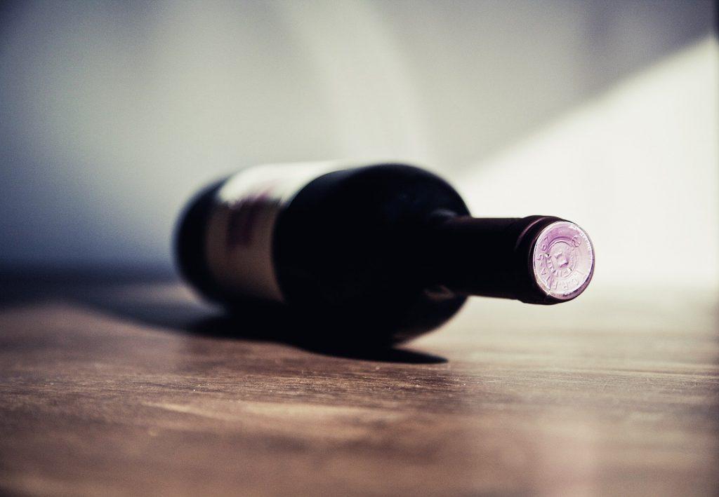 kuvituskuva viinipullo.